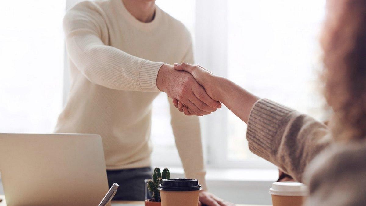 Plötzlich Arbeitgeber – was müssen selbstständige Franchise-Nehmer beachten?