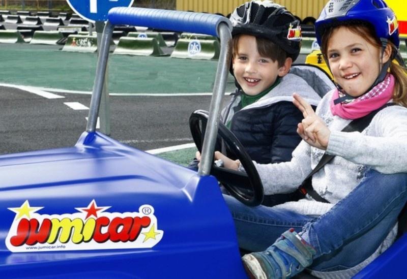 30 Jahre jumicar - Verkehrsübungsplätze für Kinder in echten Mini-Autos